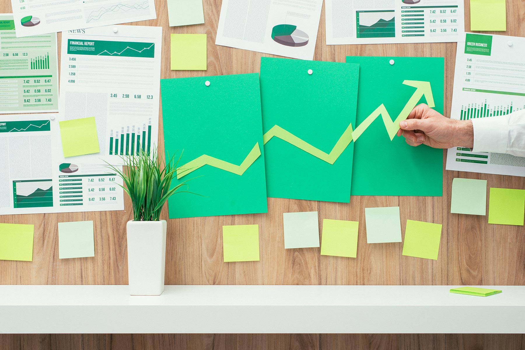 financial-success-and-green-business-NA3JHXC