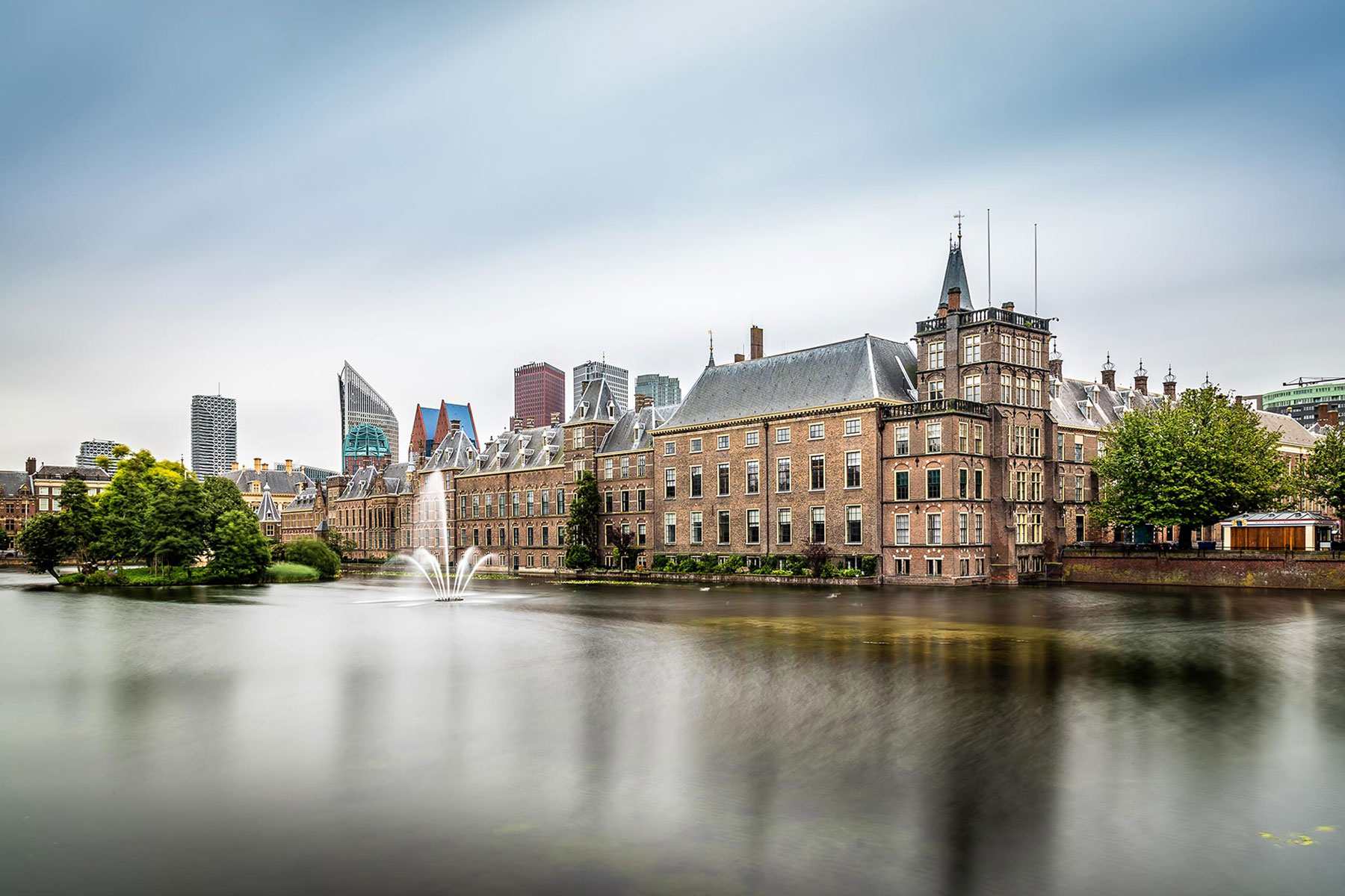 the-binnenhof-in-the-hague-the-netherlands-TANJPTS