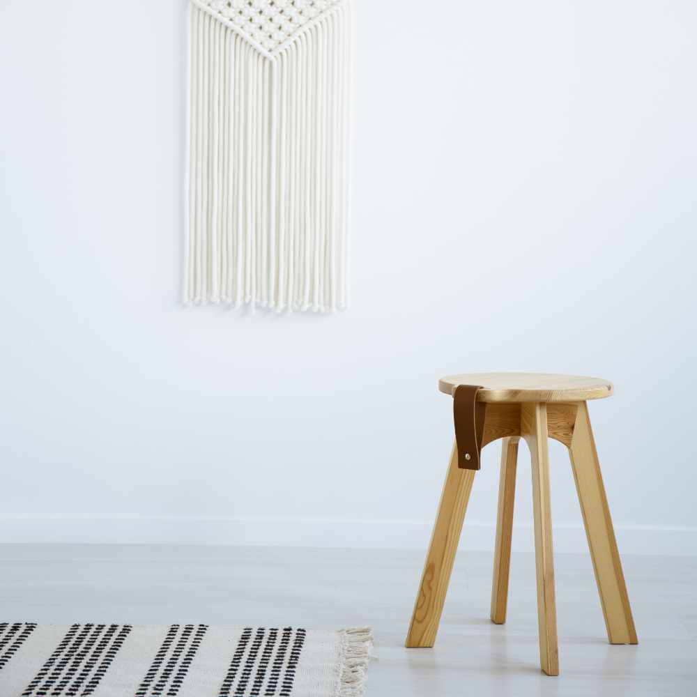 wooden-stool-and-rug-in-white-simple-living-room-i-63GYQD4