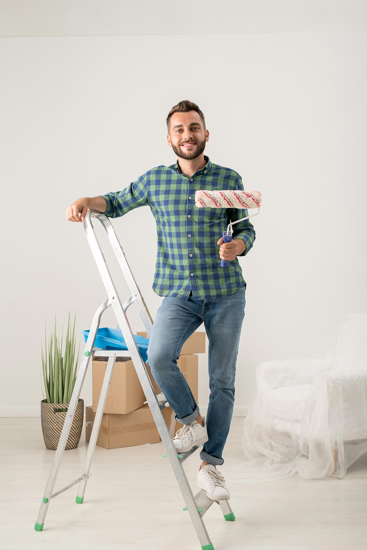 cheerful-man-with-paint-roller-Z5XMNCM