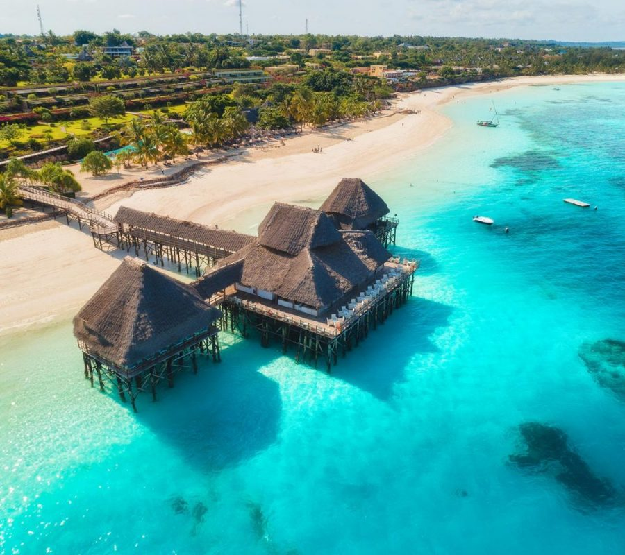 aerial-view-of-beautiful-hotel-on-the-water-in-oce-4PSJRVZ