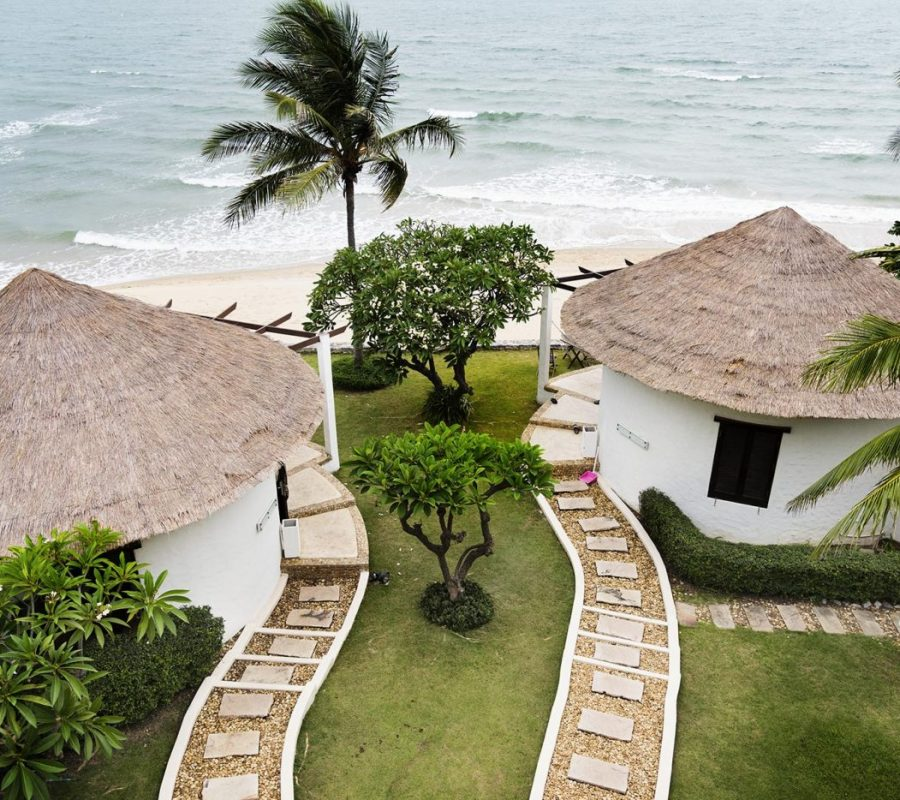 bungalows-at-a-luxury-resort-47YMEF6